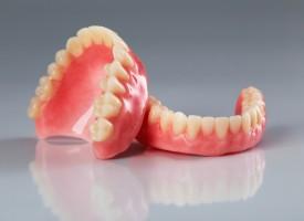 Réparation d'un dentier, dentiste vs prothésiste