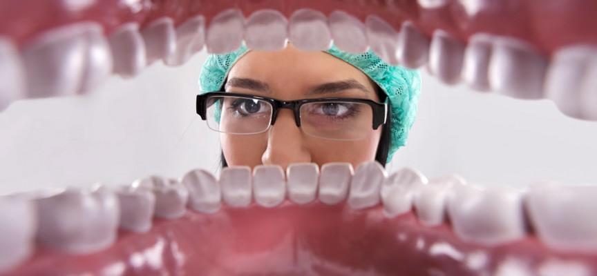 Acte d'assainissement parodontal par lambeau
